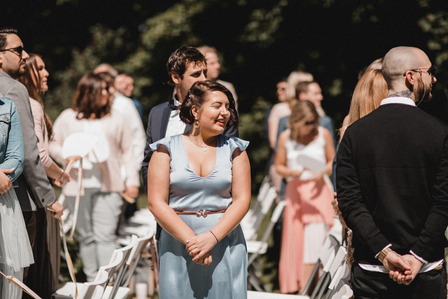Die Gäste beim Einzug der Braut und die freie Trauung
