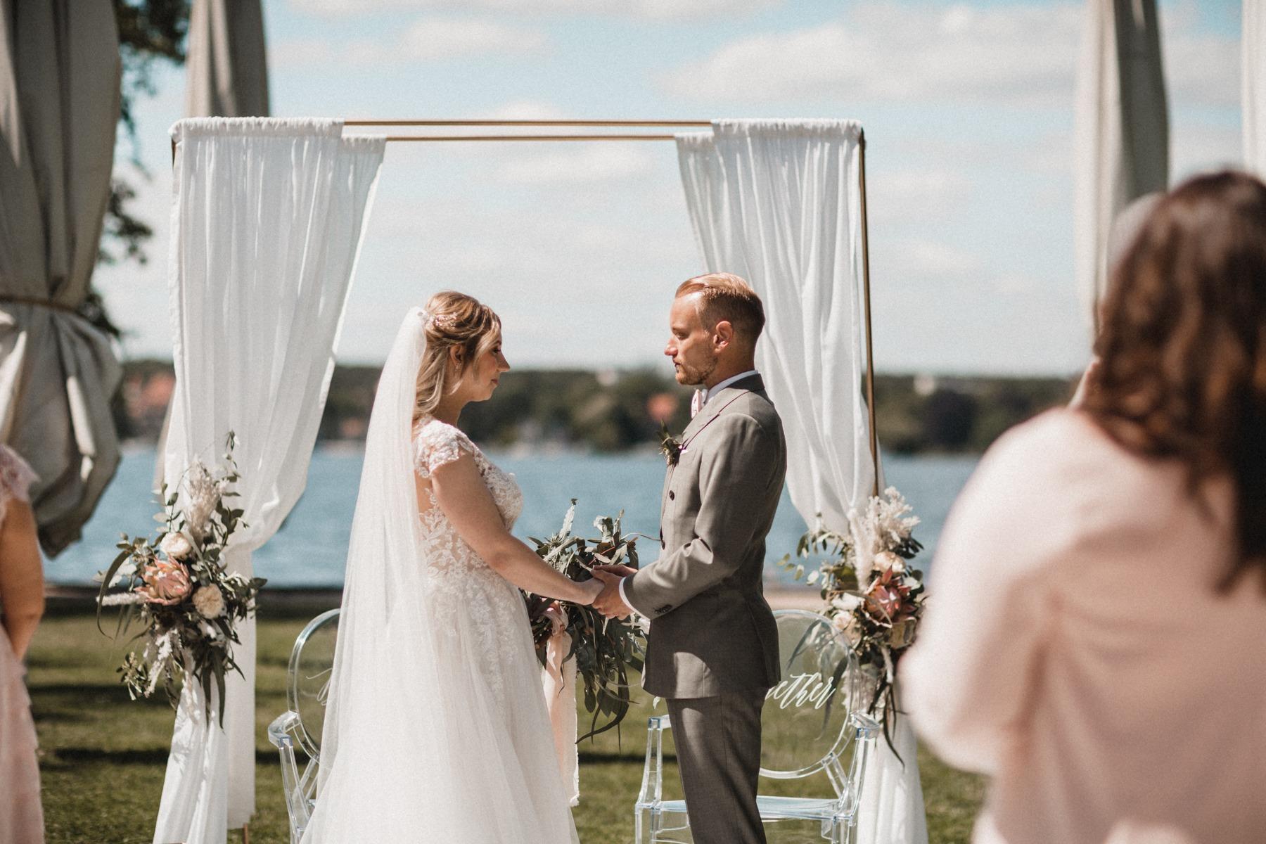 Die freie Trauung mit dem ersten Moment zwischen Braut und Bräutigam
