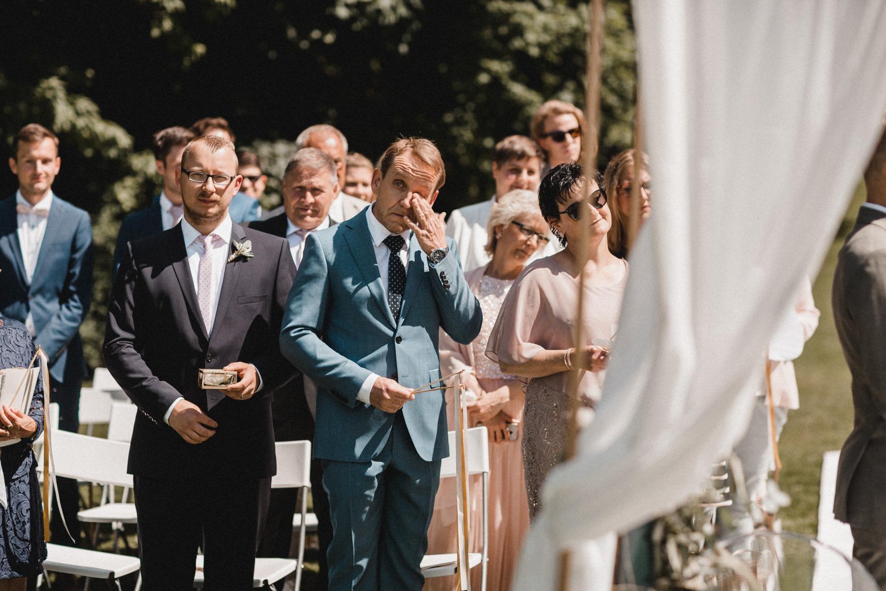 Freie Trauung: Die Bräutigamseltern und der Trauzeuge