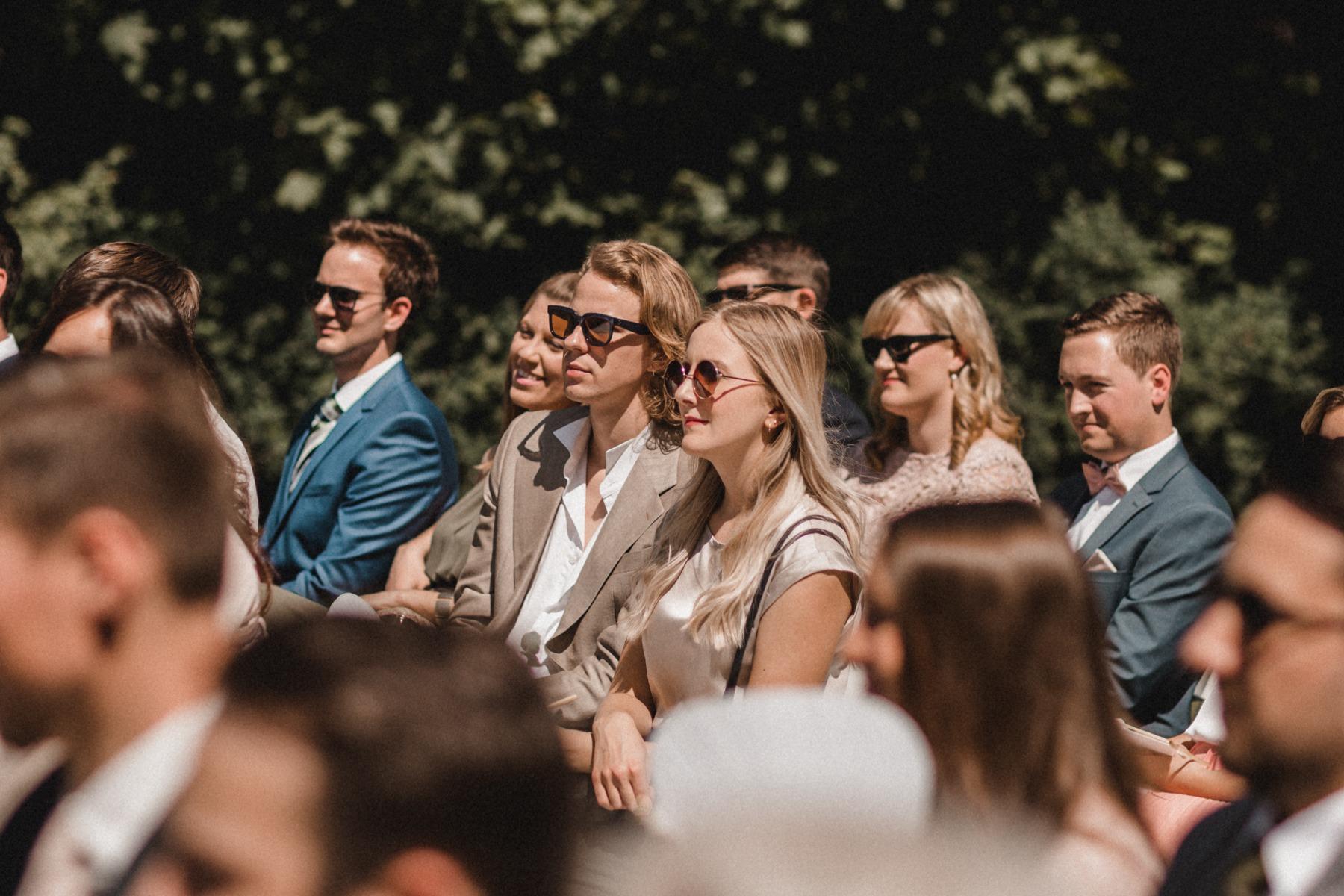 Die Hochzeitsgäste bei der freien Trauung