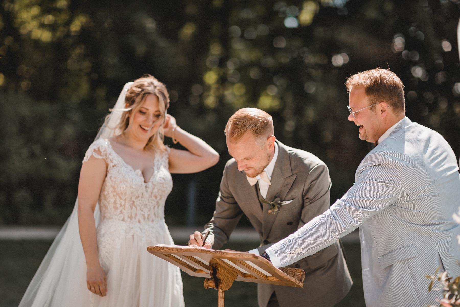 Die Unterschrift des Bräutigams