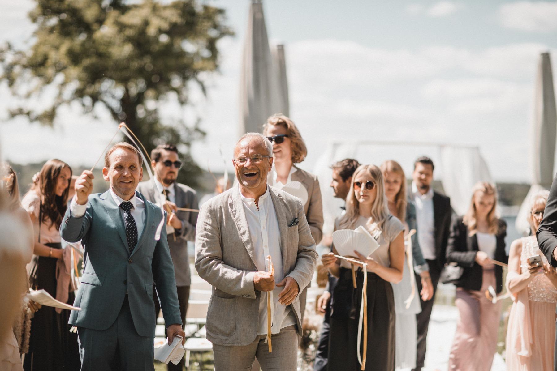 Die Gäste nach dem Auszug: freie Trauung am Wannsee