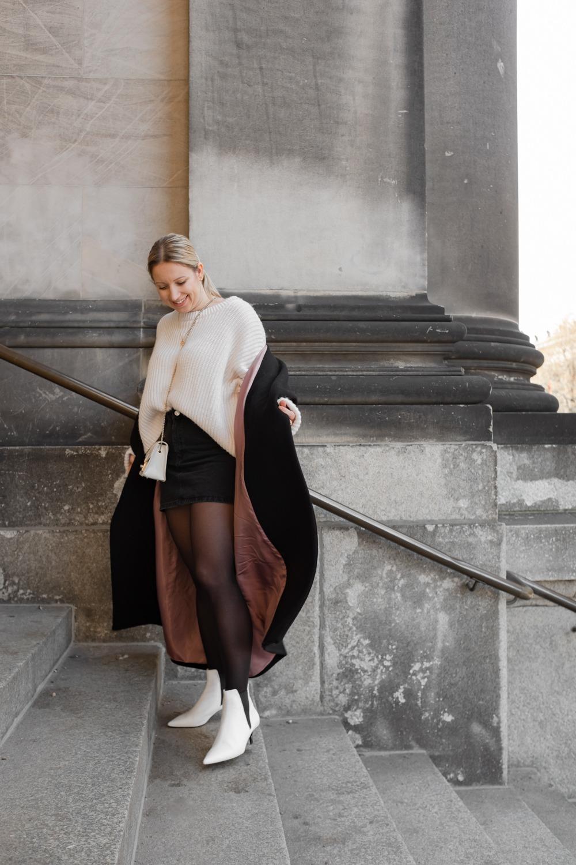 Mantel oversized getragen mit Pullover und Boots