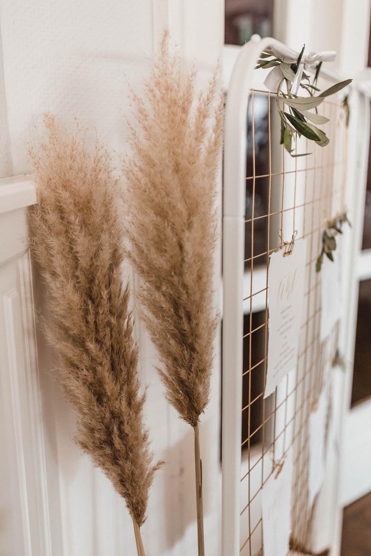 Pampasgras ist eine schöne Alternative für frische Blumen, kann über Jahre verwendet werden und gehört zu den aktuellen Top-Hochzeitstrends