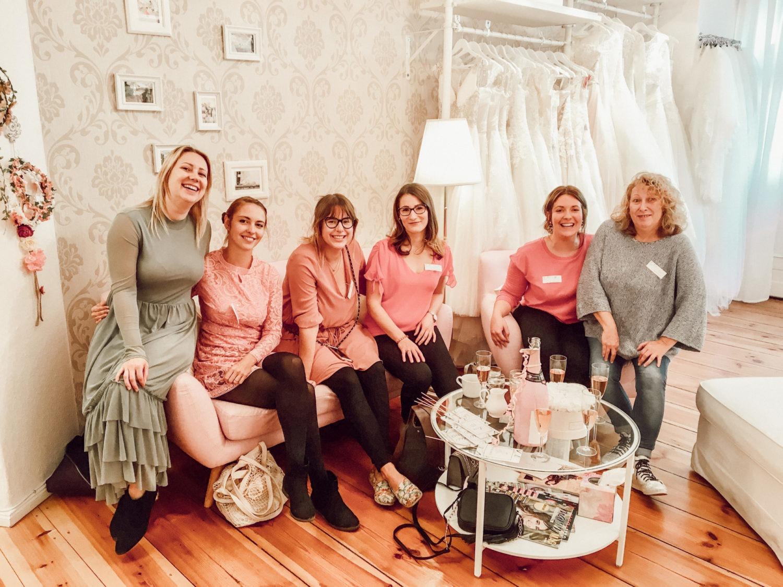 Bridal Crew für die Brautkleidsuche in Berlin mit Braut, Brautmama, Trauzeugin und Brautjungfern