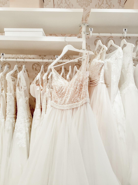 Ein Second Hand Brautkleidtraum von Mark Lesley